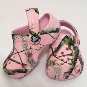 [ Baby Crocs in Pink Camo] Size 2 3